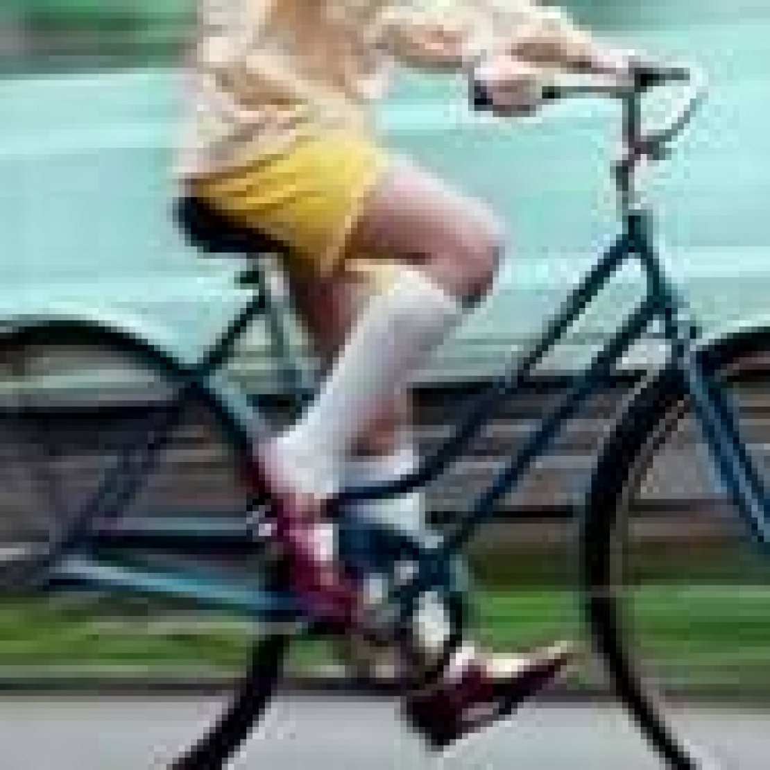 Le gambe lisce e sode a pedalare