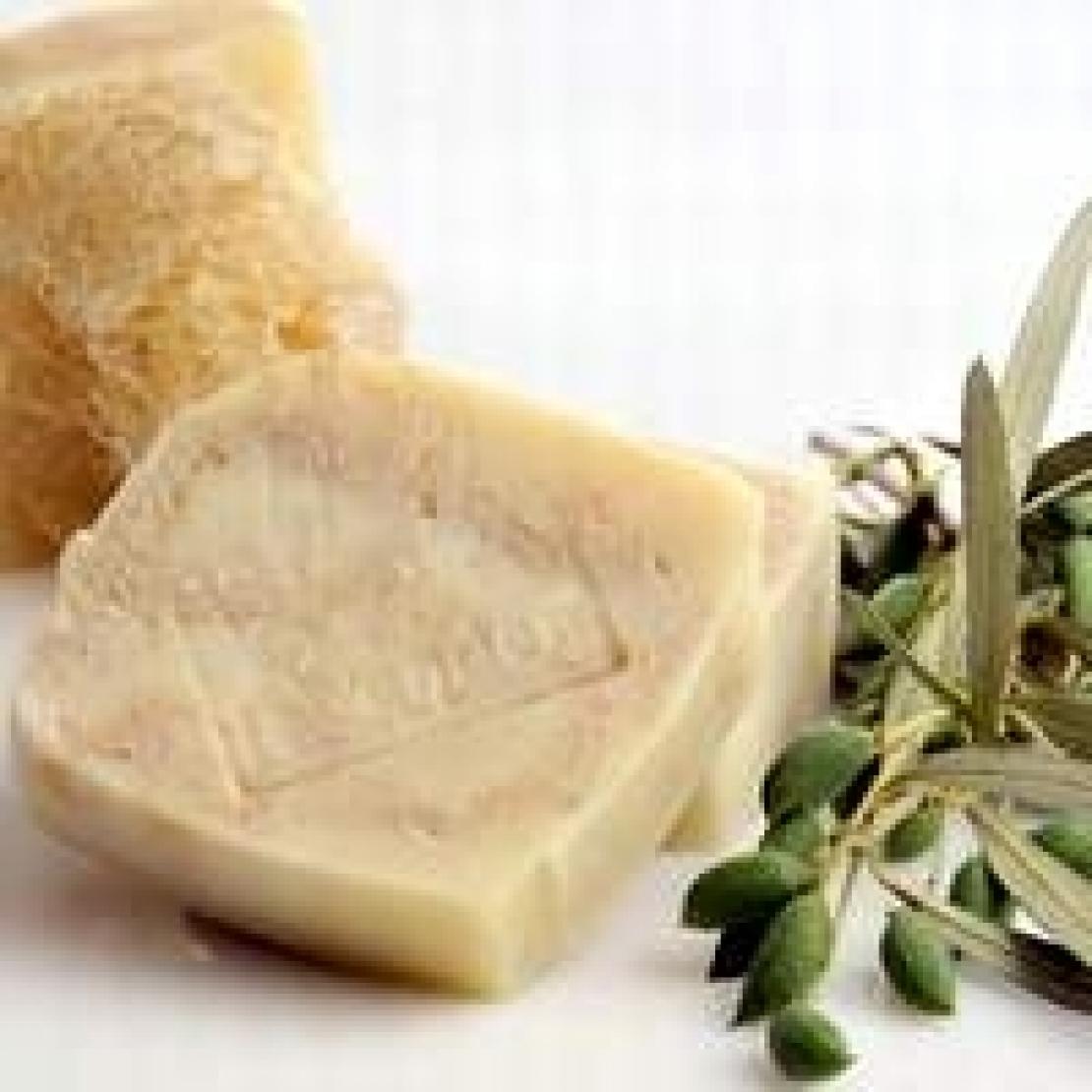 Dall'olio d'oliva nasce uno dei cosmetici più antichi: il sapone