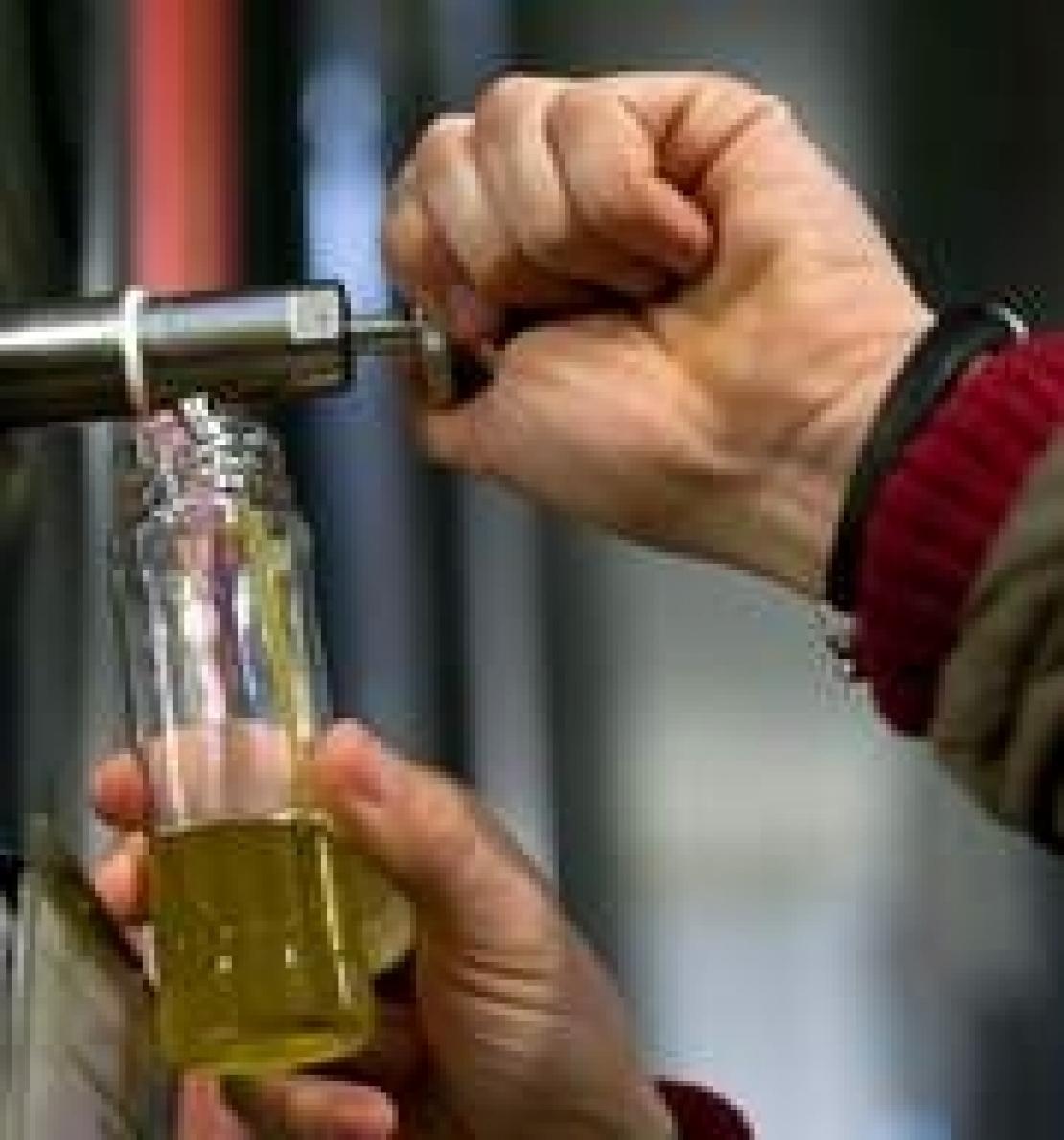 Comprare olio d'oliva sfuso, imbottigliarlo e venderlo con propria etichetta. Quali obblighi?