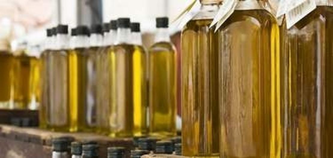 Olio extra vergine di oliva di colore diverso a scaffale, c'è il trucco?