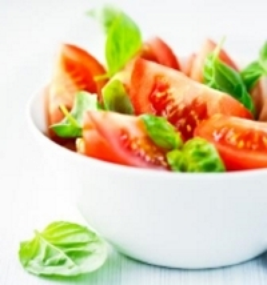 L'insalata di pomodori, condita con olio extra vergine di oliva, è uno scudo anti-cancro