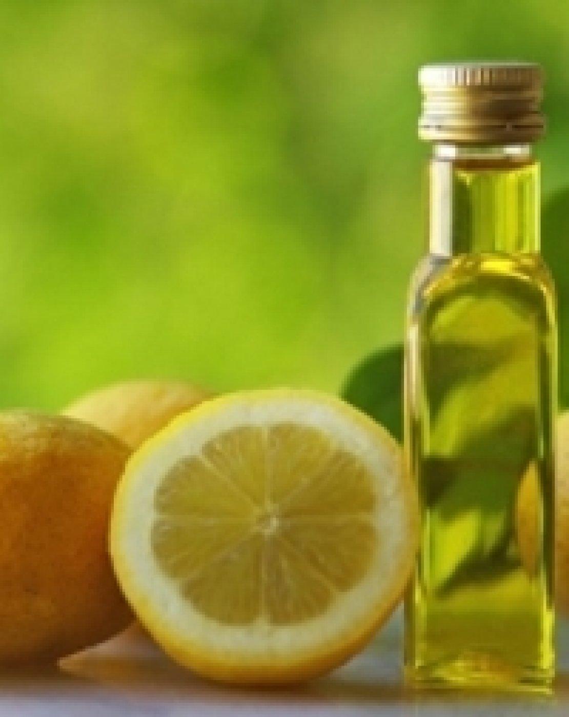 Olio extra vergine d'oliva e limone, emulsione perfetta per le insalatone estive