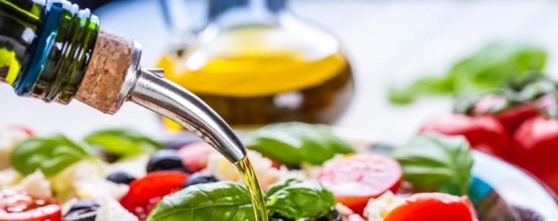 Olio d'oliva e vino, con moderazione, allungano la vita