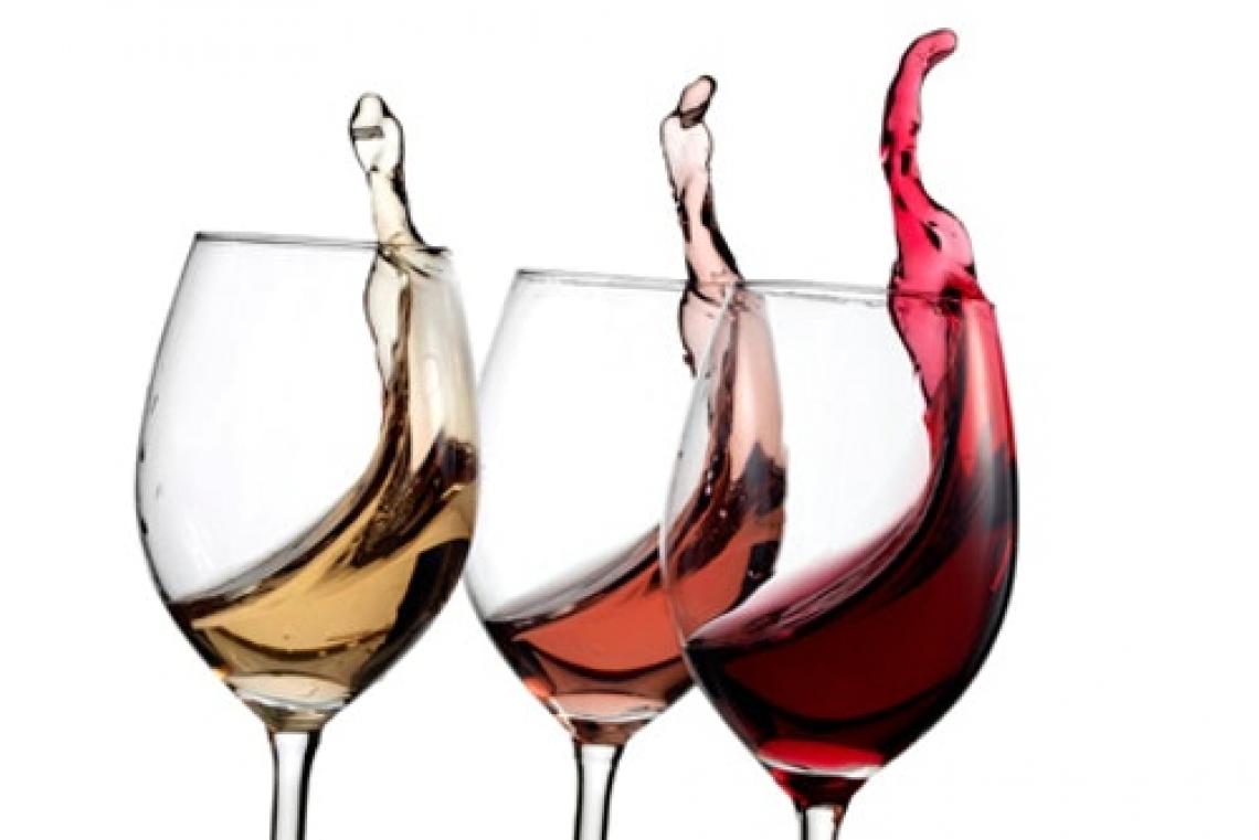 Meno vino sulle tavole degli italiani: vincono brik e bag in box