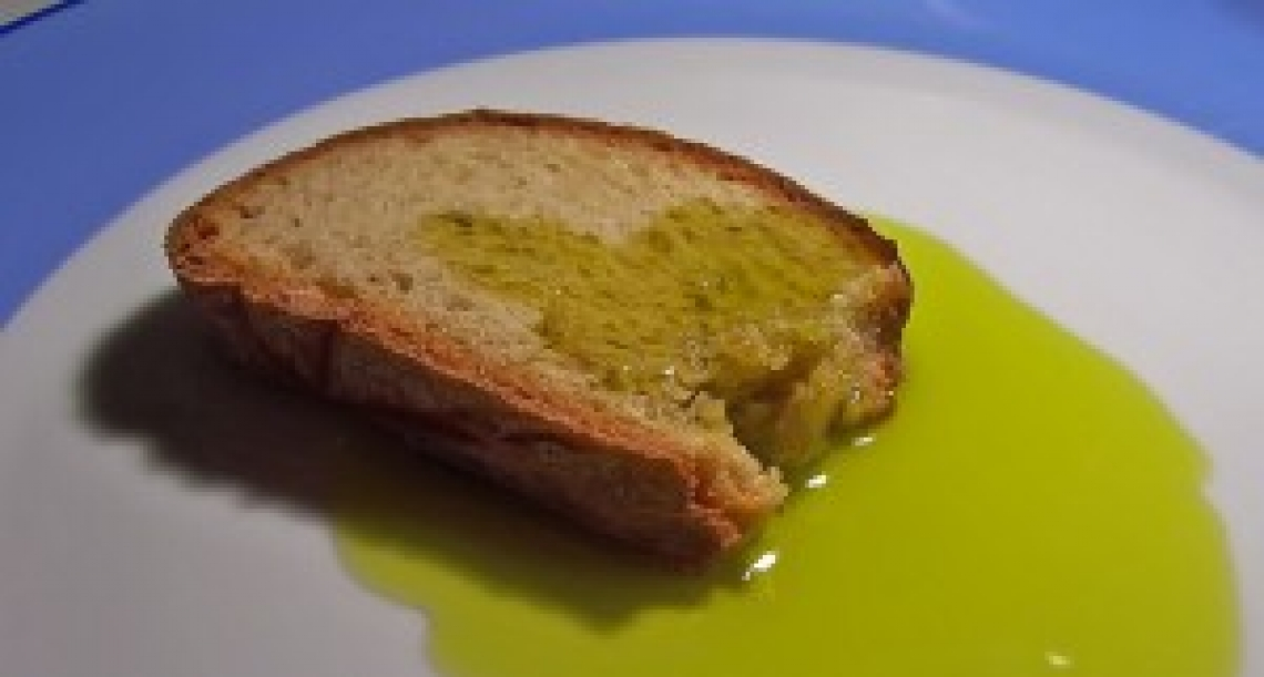 Contrordine, l'olio extra vergine di oliva italiano non si vende più