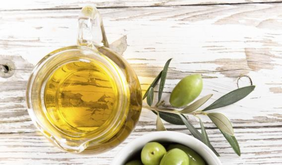 Una dieta ricca di olio d'oliva per avere una pelle più bella