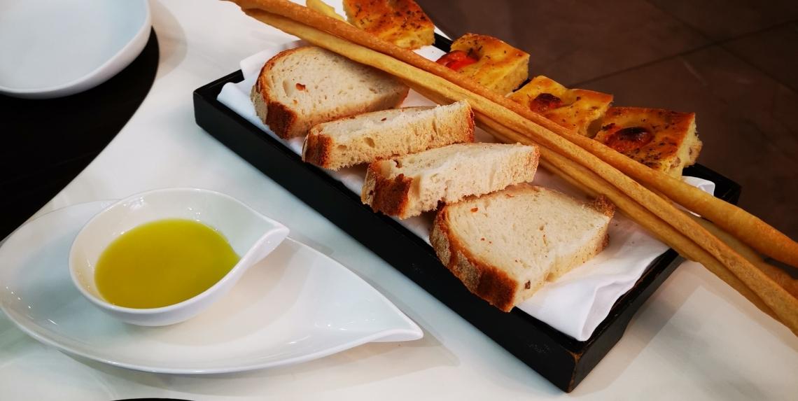Pane e olio, l'accoglienza al ristorante passa da semplici gesti