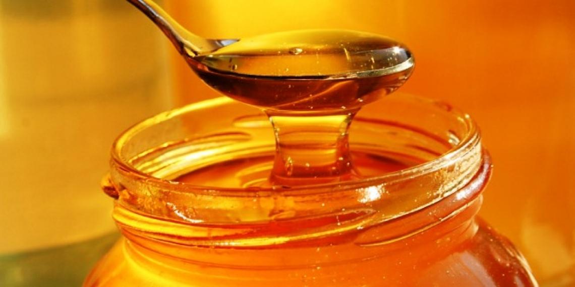 Il miele: un alimento prezioso e delicato, da trattare con cura, anche quando si prepara il tè