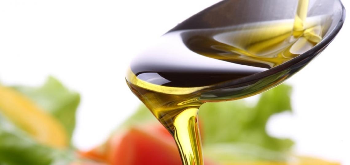 Pochi grammi al giorno di olio extra vergine d'oliva per contrastare l'osteoporosi