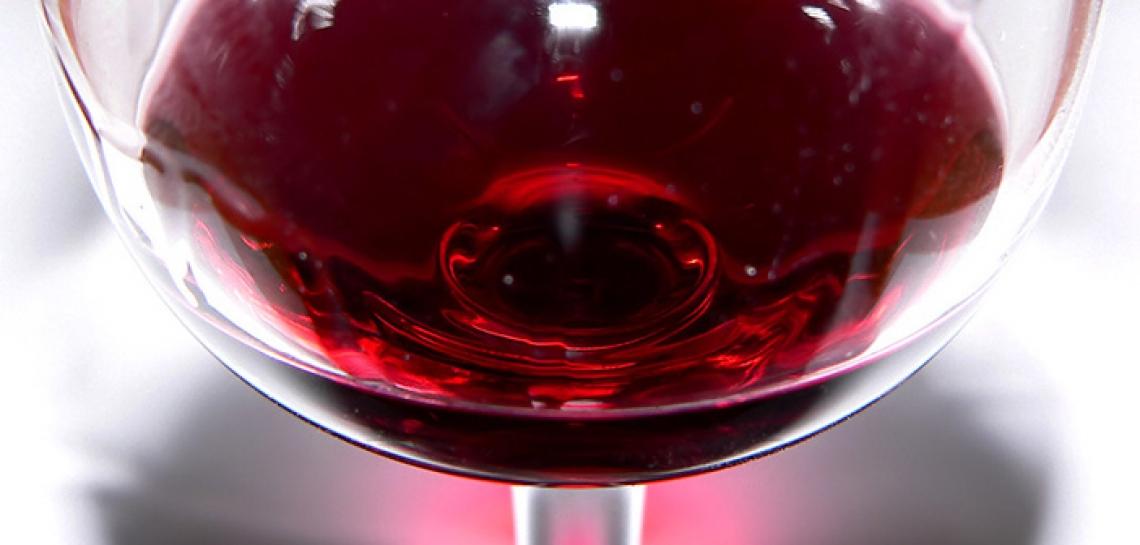 Un consumo eccessivo di vino può indurre la depressione