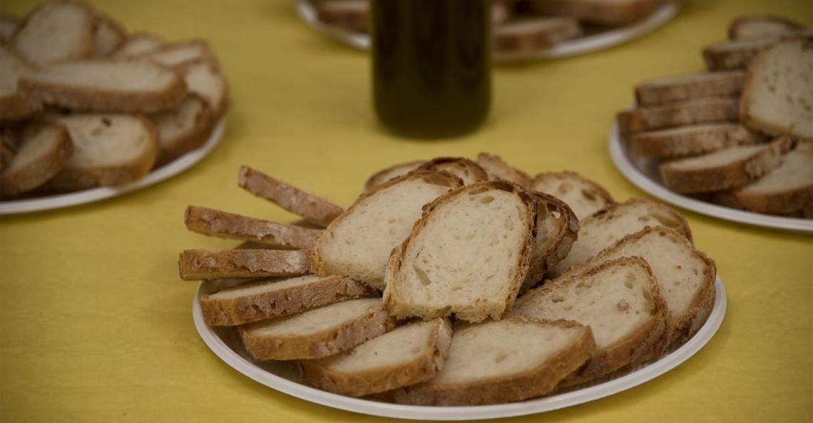 Pane e olio d'oliva, un binomio che è piaciuto ai milanesi al gusto ma soprattutto al cuore