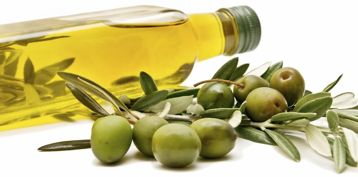 Filtrare l'olio d'oliva con gas inerte per mantenere la qualità