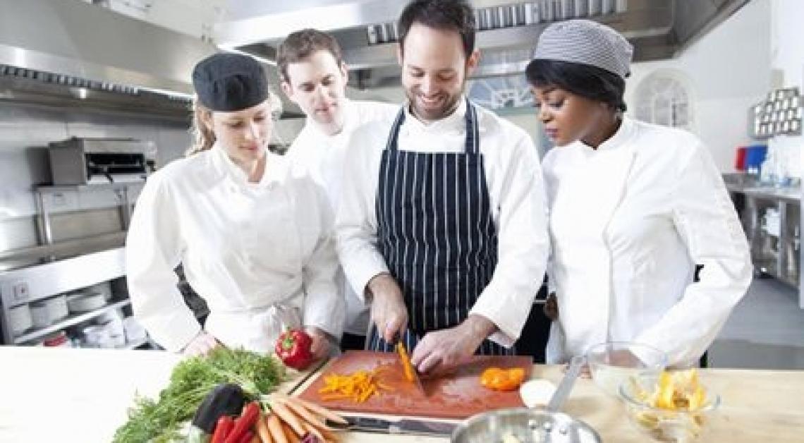 """Nasce in Calabria la scuola di Cucina """"uno Chef per Elena e Pietro"""""""