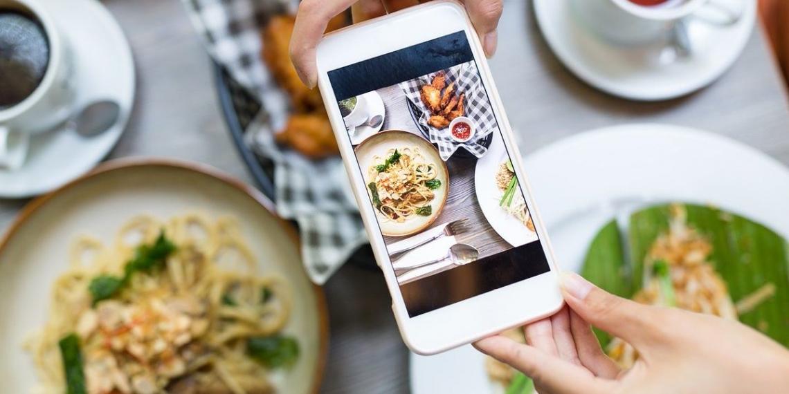 Un terzo degli italiani si fidano di bloggers, influencers e personaggi famosi  nelle scelte alimentari