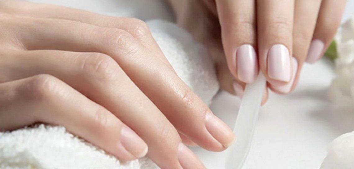 Nell'olio d'oliva il segreto per aver cura delle unghie e mantenerle in salute