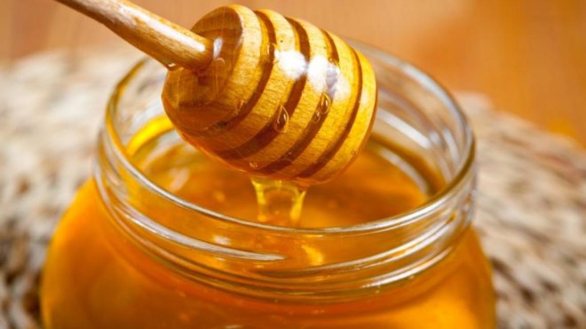 Quasi dimezzata la produzione di miele italiano nel 2019