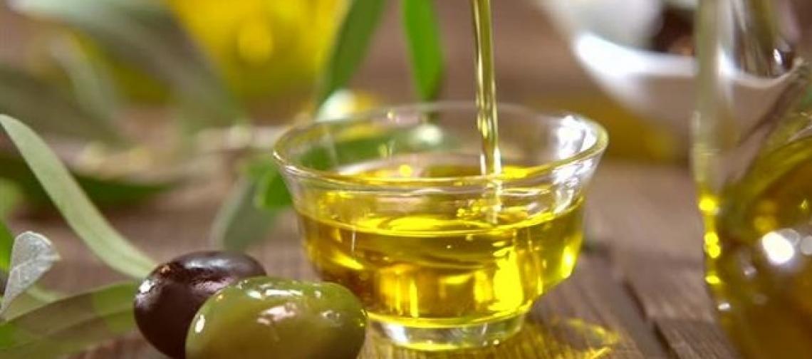 Calerà la produzione dell'olio extra vergine di oliva toscano