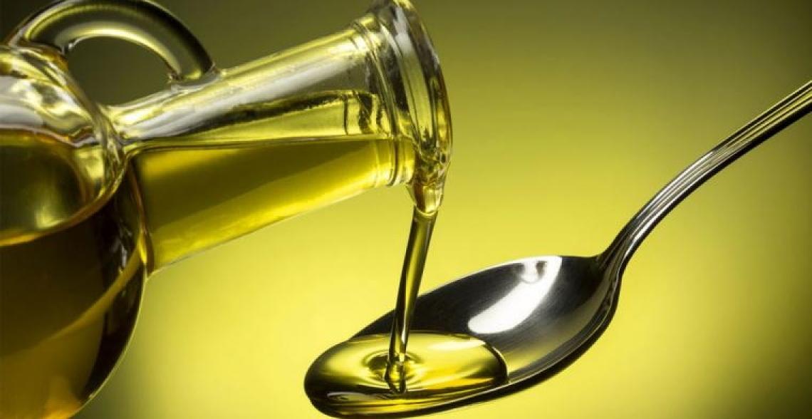 Un cucchiaio d'olio d'oliva tra i pasti per dimagrire