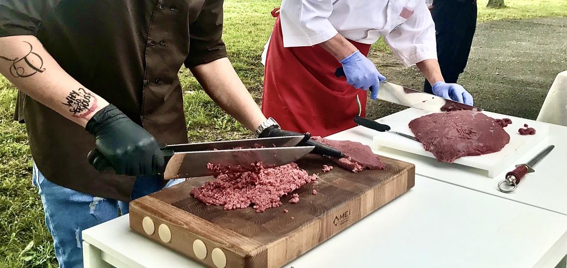 La carne rossa non fa male, ma ad alcune condizioni