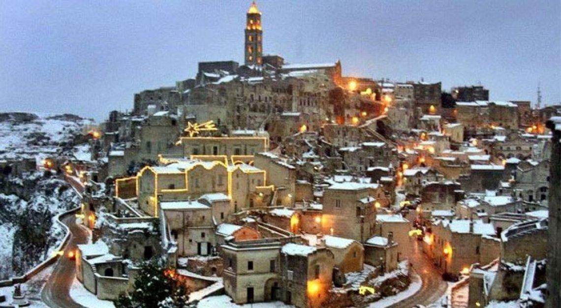 La magia del Natale nei Sassi di Matera, il Presepe sotto le stelle