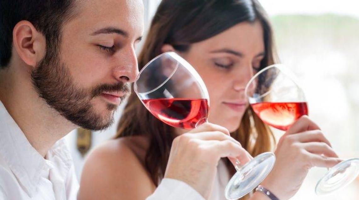 Sorseggiare vino è un toccasana per allenare il cervello