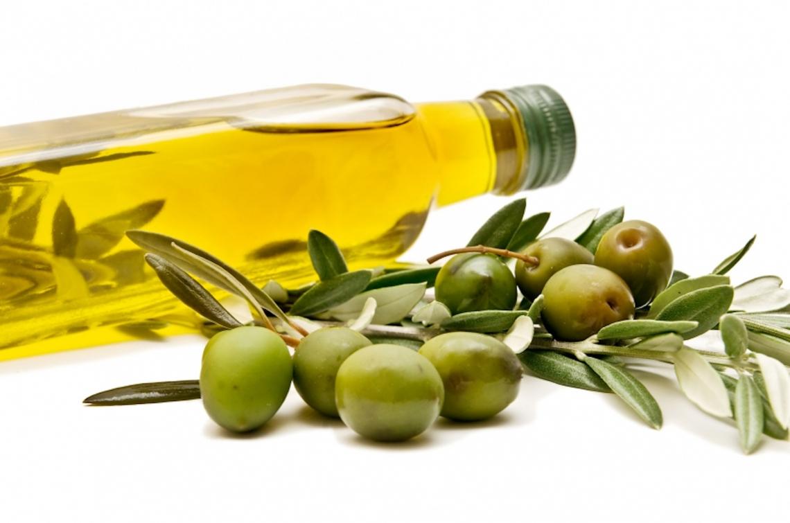 Per guadagnare con l'olio extra vergine di oliva bisogna tornare alla bottiglia da un litro