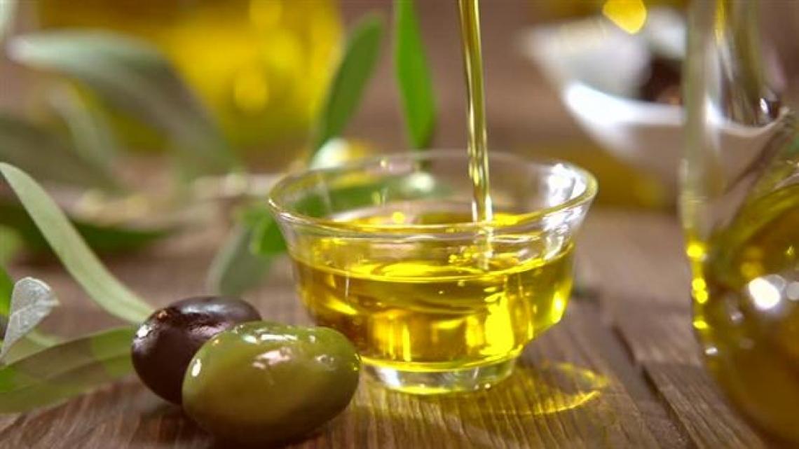 L'olio extra vergine d'oliva fa bene al cervello, soprattutto negli anziani