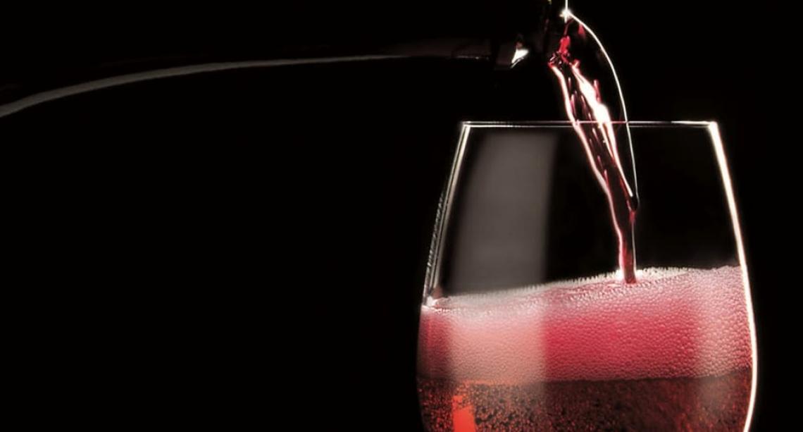 Nessun rischio contagio da Coronavirus a consumare vino