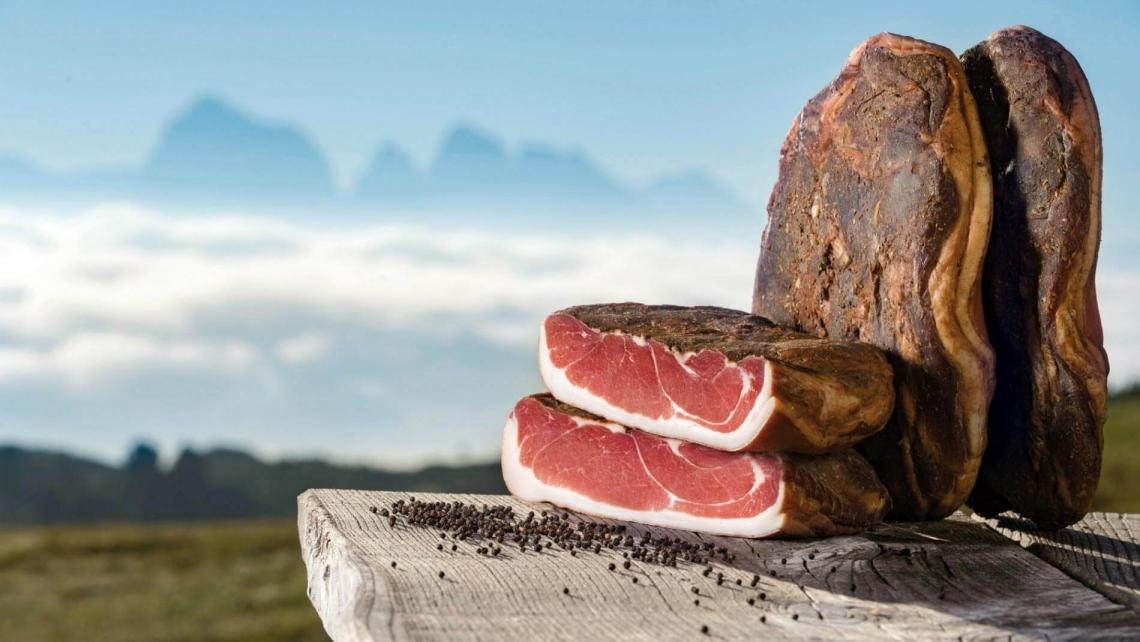 Il gusto e il profumo dello Speck Alto Adige IGP