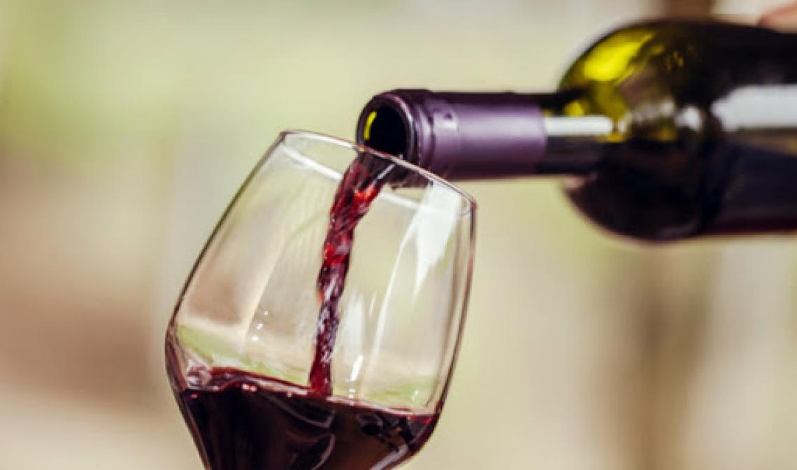 Scorte di vino ai massimi nelle cantine italiane