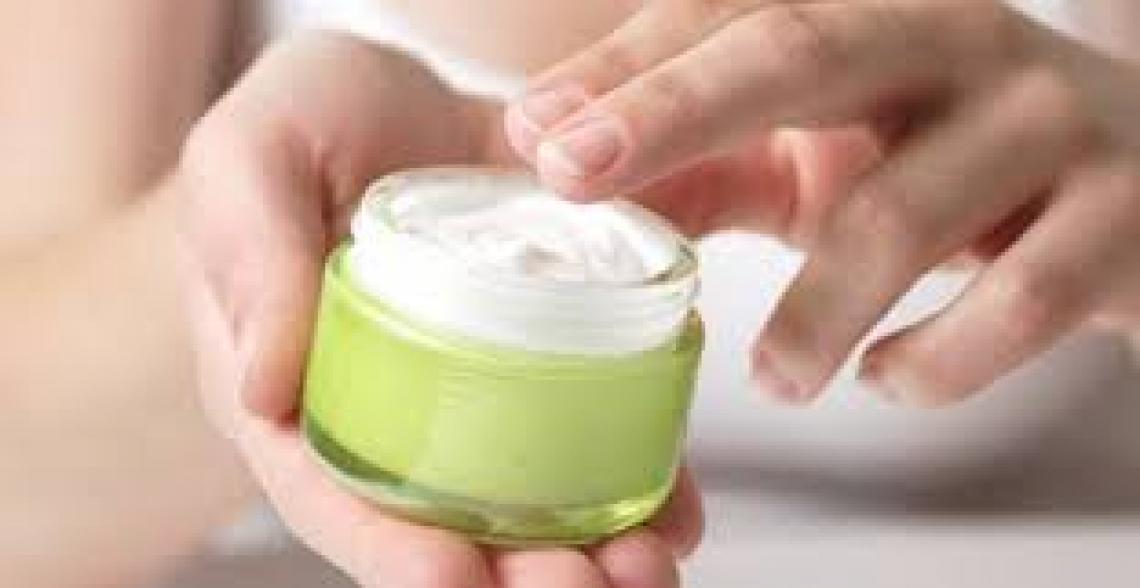 Il trucco per preparare una perfetta crema idratante all'olio extra vergine d'oliva