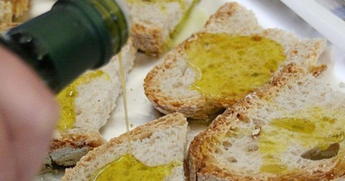 Pane e olio non è solo una merenda ma una ricetta con variazioni infinite