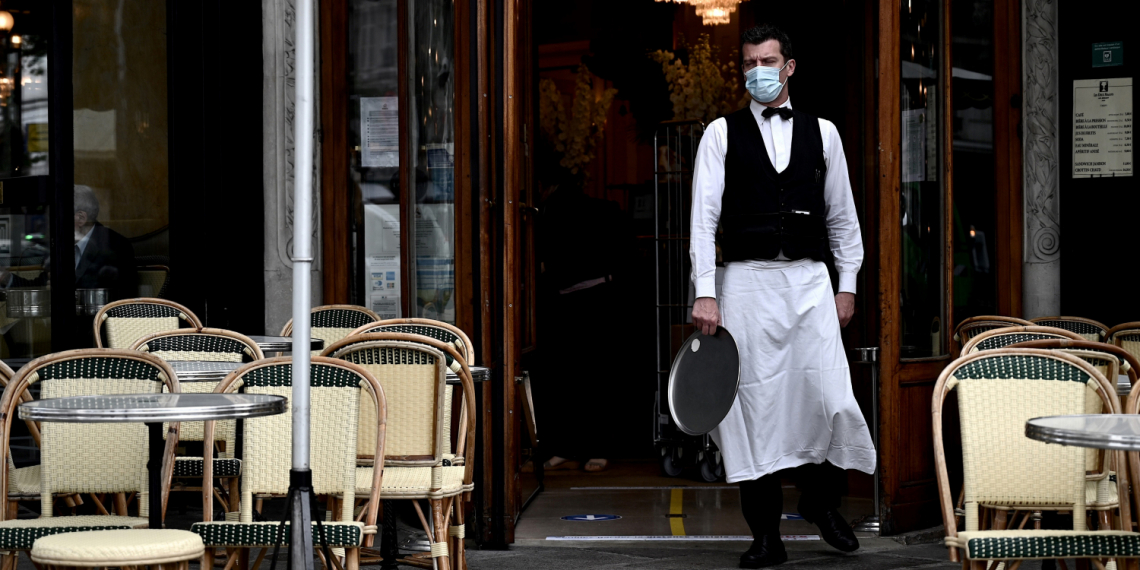 La paura frena gli italiani dall'andare nei ristoranti e al bar