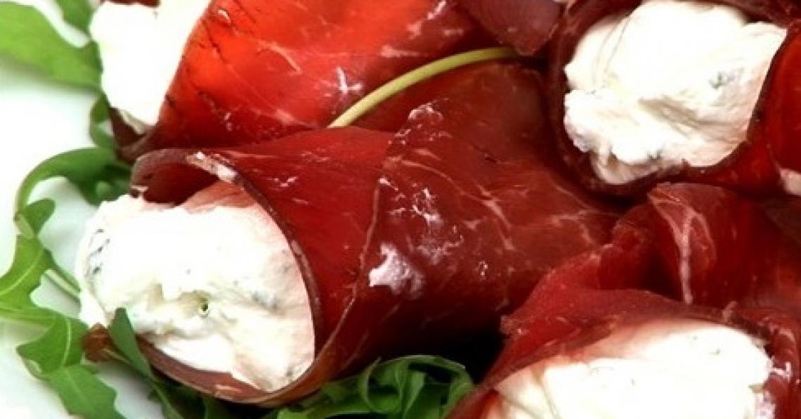 Le origini e le ricette di sei piatti per l'estate, facili e senza fornelli