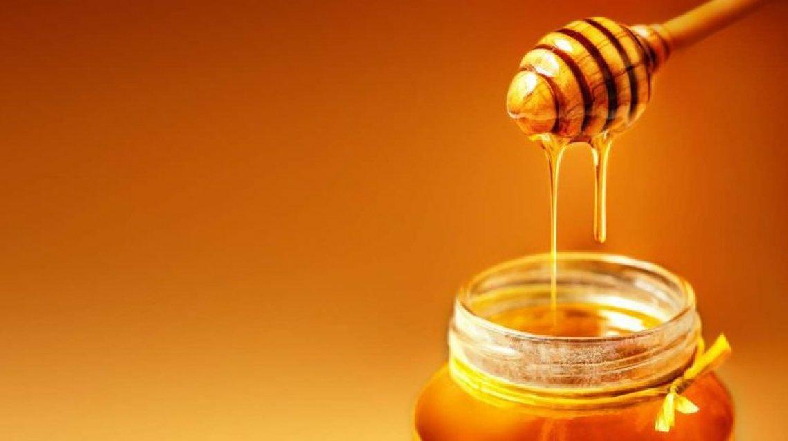 Il miele è una medicina naturale contro tosse, raffreddori, mal di gola