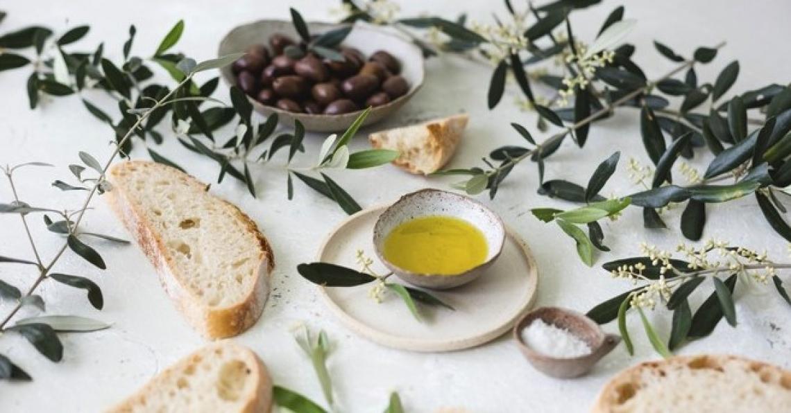 Ecco come l'oleuropeina aglicone dell'olio extra vergine di oliva può aiutare a sconfiggere l'Alzheimer