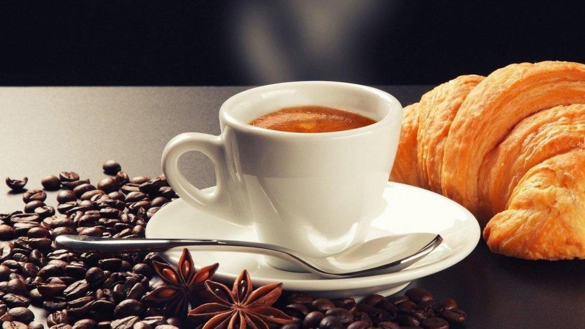 Mai bere il caffè prima di aver fatto colazione
