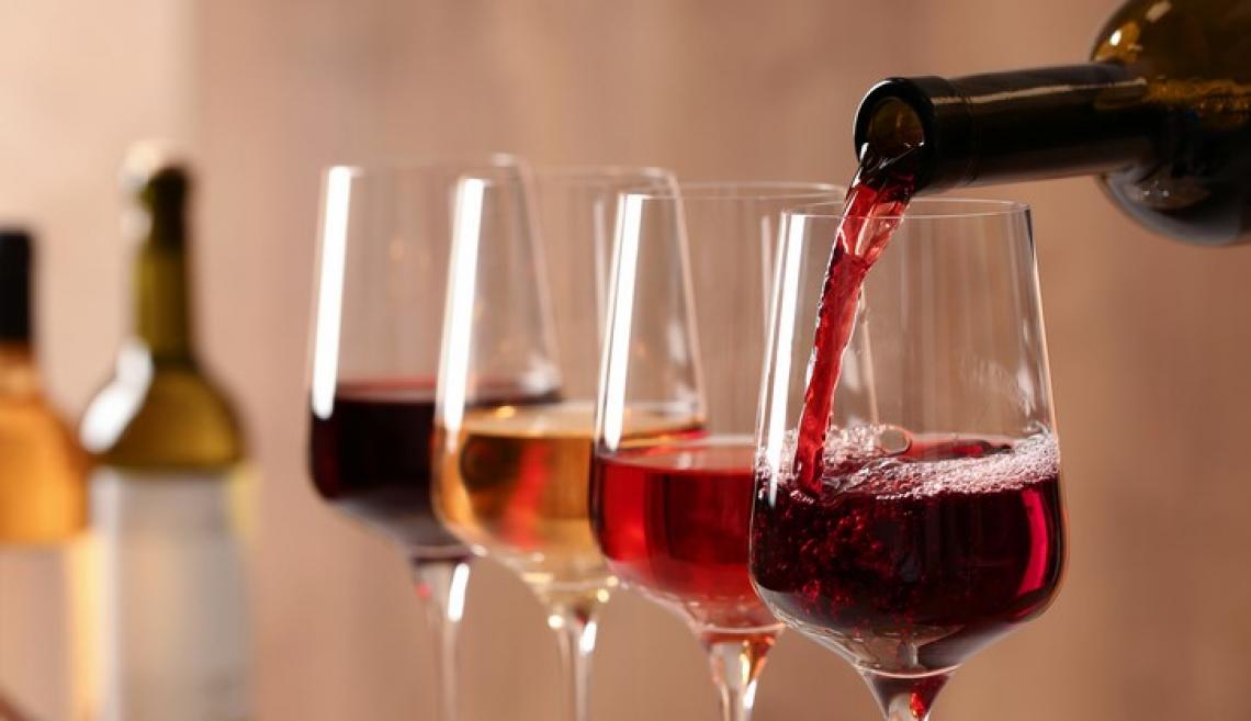 Stop alla vendita di vino nei supermercati lombardi dopo le 18