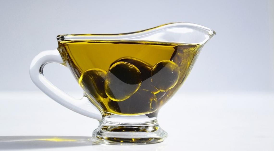 L'olio extra vergine di oliva aiuta a mantenere il peso forma