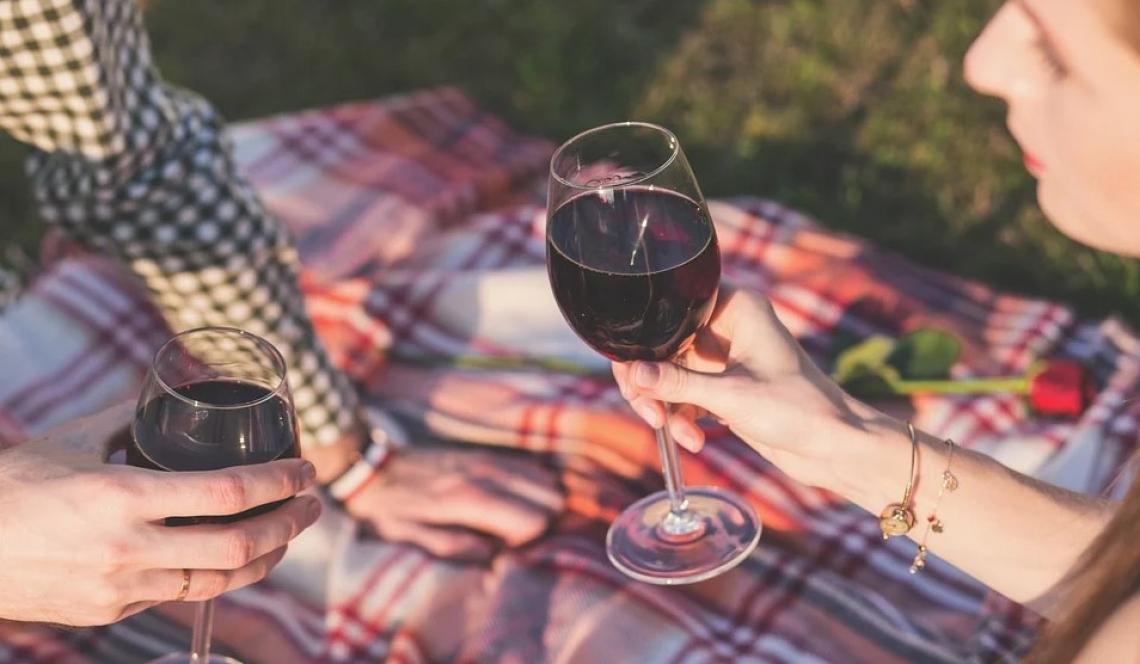 Il profilo del consumatore di vino durante il lockdown: appassionato, giovane e donna