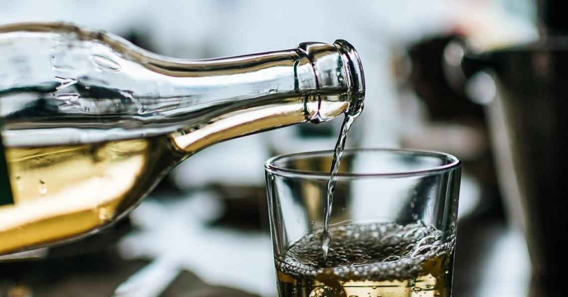 Strategica l'interfaccia vetro/sughero per l'ossidazione del vino bianco