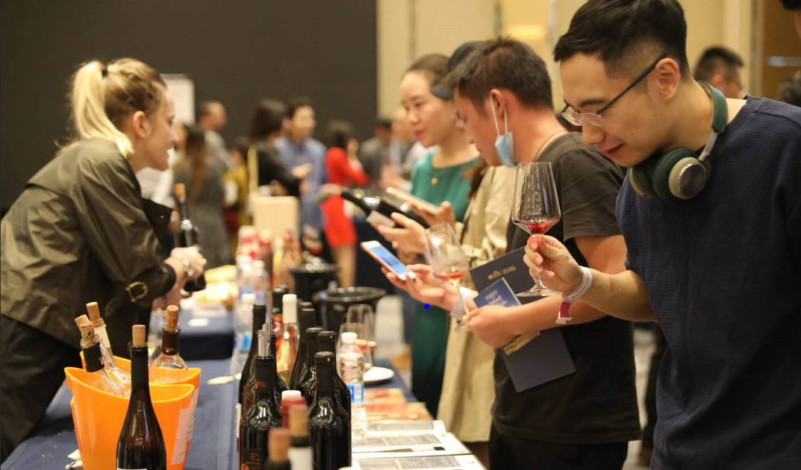Il mondo del vino italiano riparte dalla Cina: i top wines a Wine To Asia
