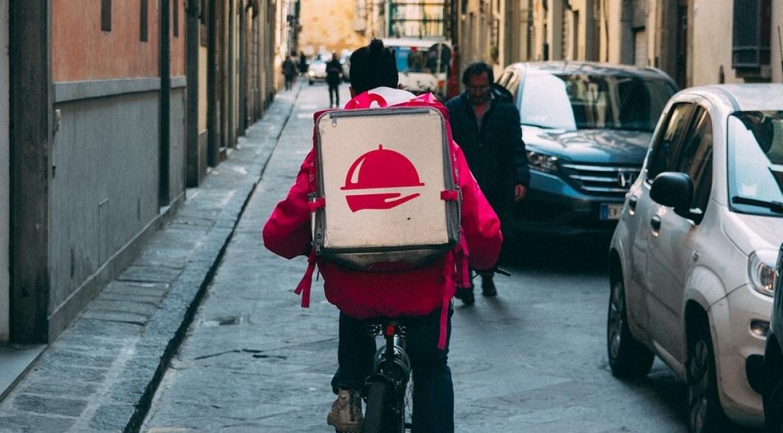Il food delivery vince la sfida del lockdown e cresce nel 2020