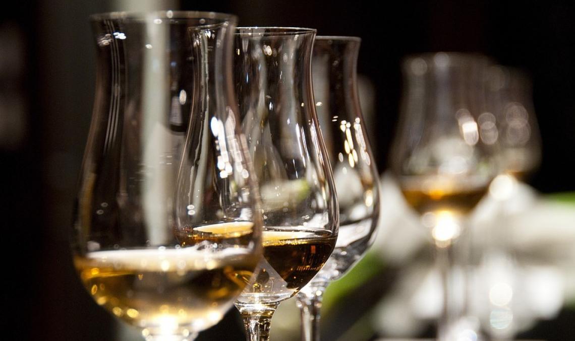 Crollano i consumi di vino e superalcolici fuori casa