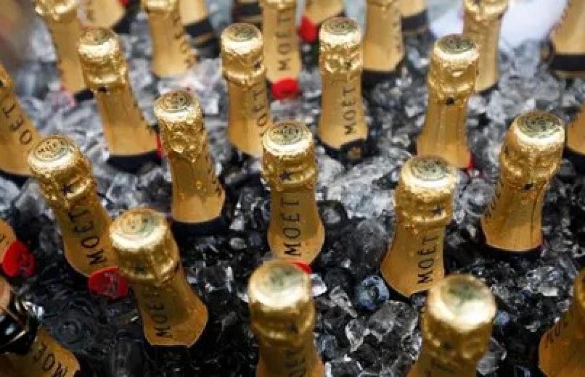 Sequestro di falso champagne, olio d'oliva e alcool etilico