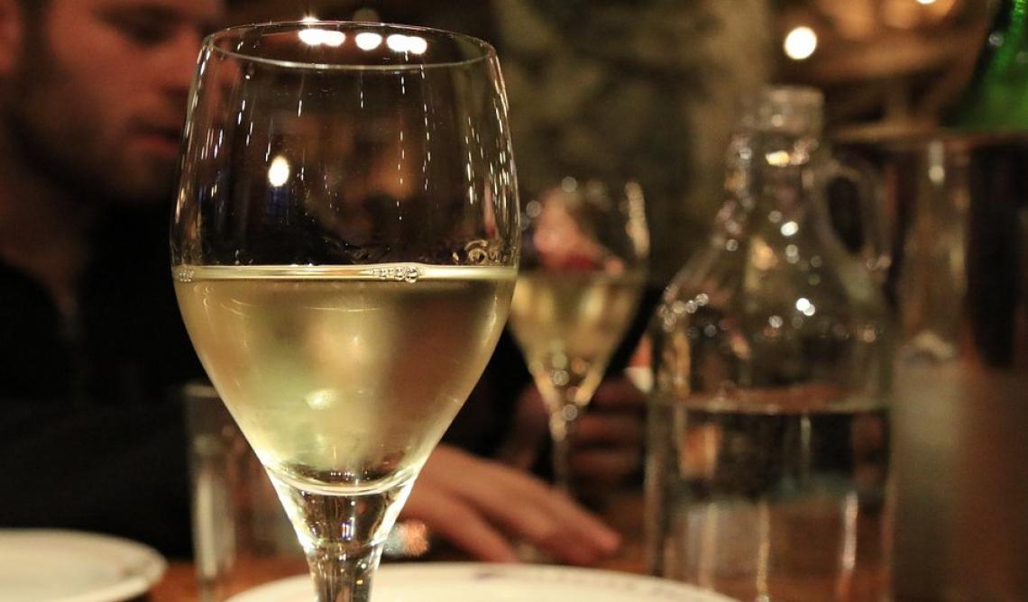 I fenoli del vino bianco sono più bioaccessibili di quelli del vino rosso