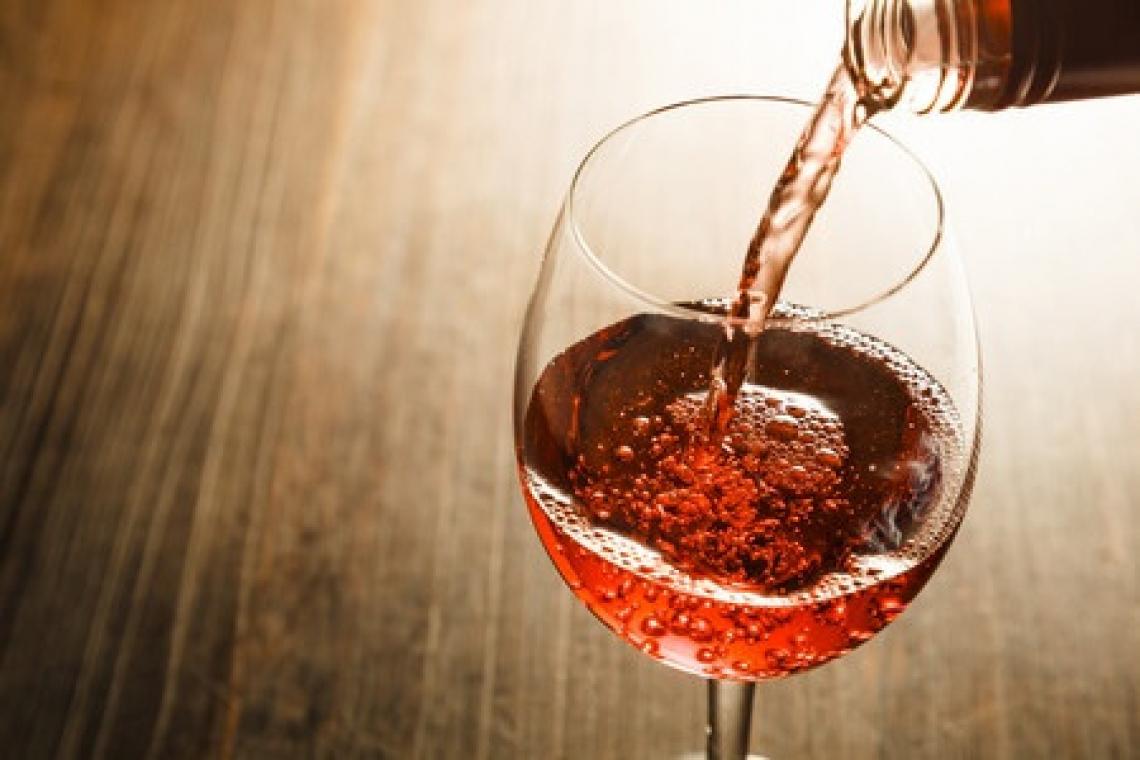 Ecco i tre momenti della giornata in cui non bere mai vino