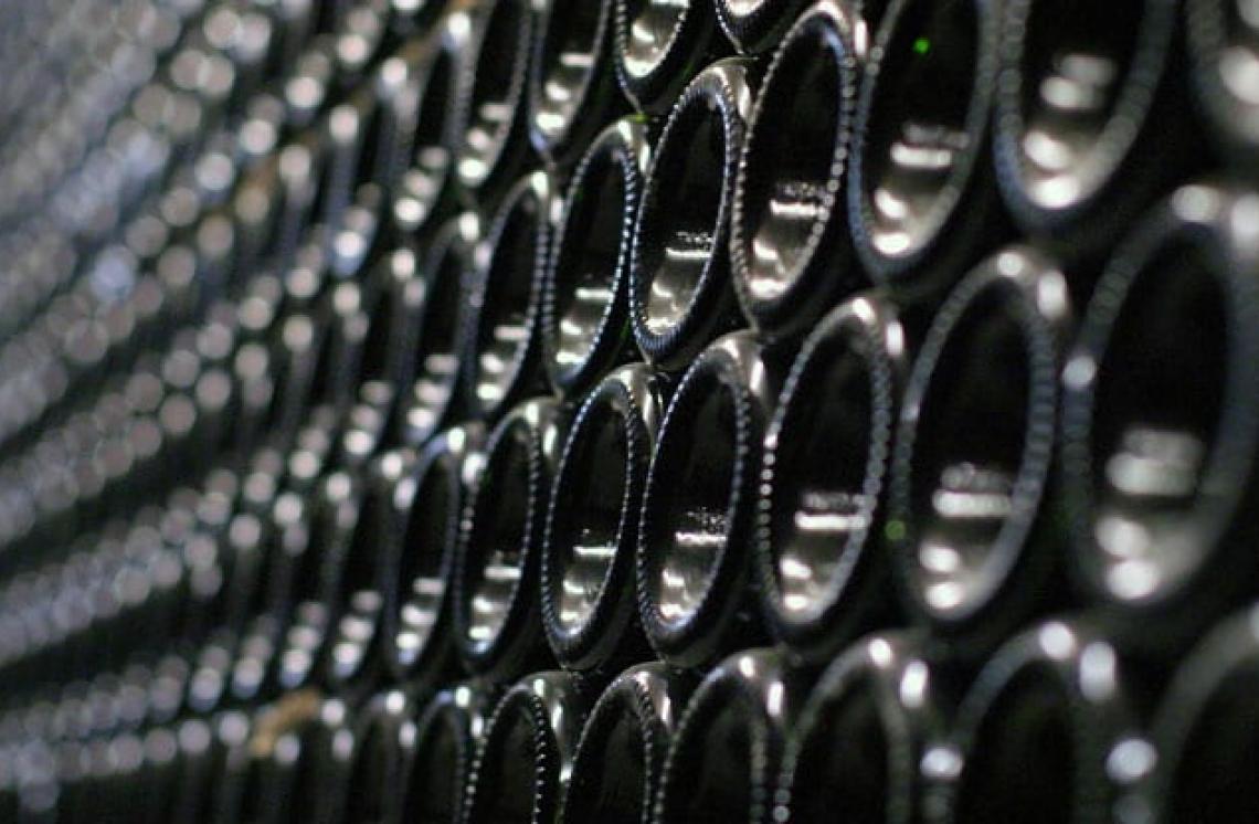 Ancora giacenze record di vino nelle cantine italiane