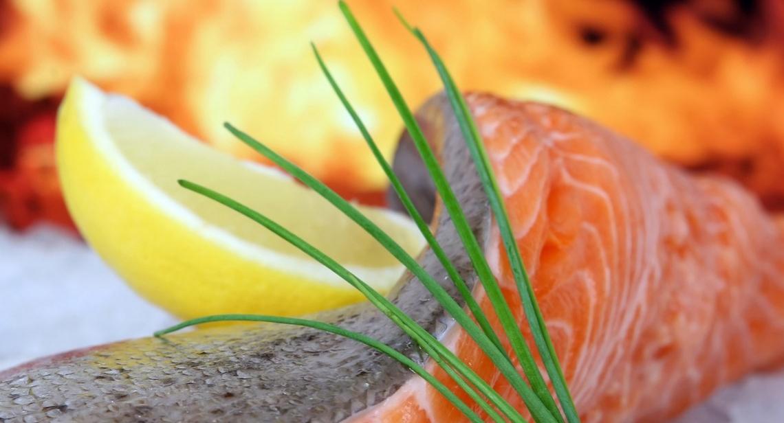 Salmone e sgombro aiutano a proteggere le salute del cuore