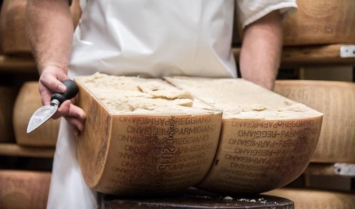 La riduzione del sale nel Parmigiano Reggiano non influenza il suo sapore
